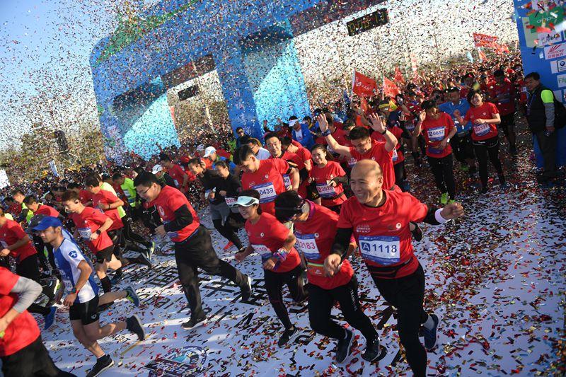 奔跑吧济南 2018济南环华山湖国际半程马拉松开跑