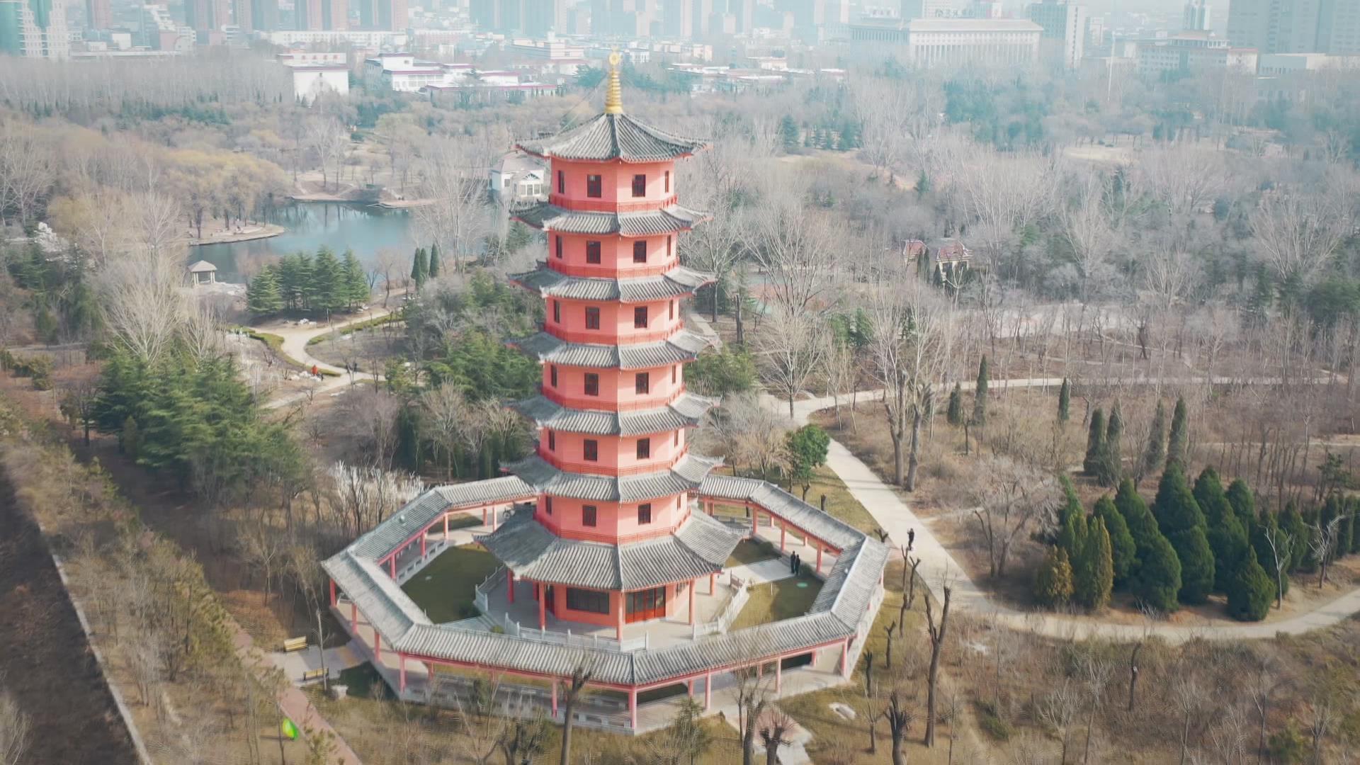 【舜网云踏青(三)】莱芜区红石公园:水清柳绿 红石耀眼