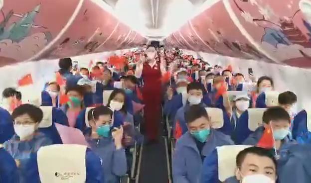 山东援鄂医疗队返程队员机上齐唱《我和我的祖国》