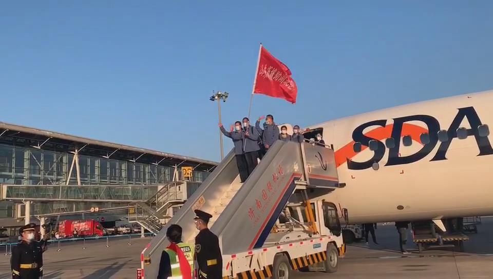 山东援鄂医疗队第四批和第八批队员抵达济南