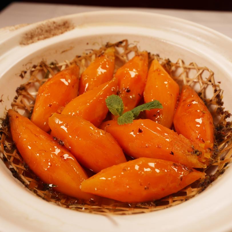 蒹葭苍苍,白露为霜,此时一道热气腾腾、香甜绵软的砂锅焗蜜薯正好给你补充能量